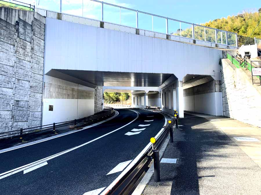 柳谷観音へのルート途中にあるトンネル