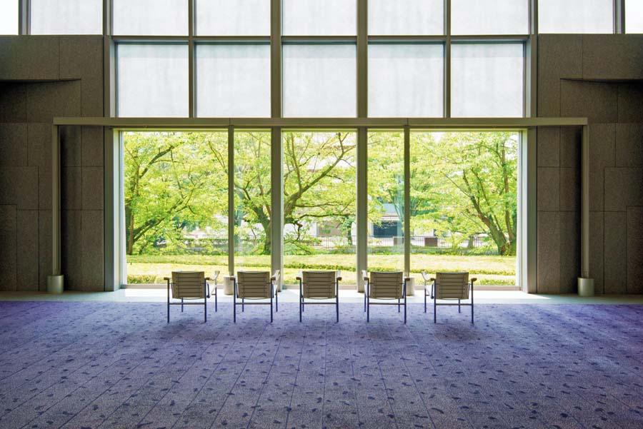 岡崎の美しい景色を取り込んだ京都国立近代美術館のエントランス