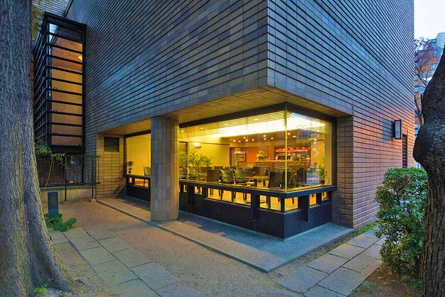 東洋陶磁美術館のカフェ外観