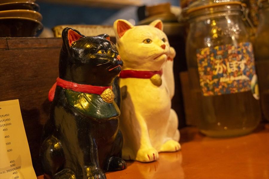 ンケリコの店内に置かれた招き猫