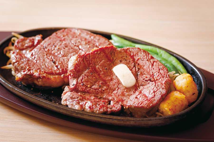 鉄板にのったステーキ