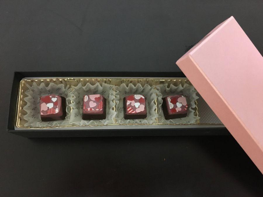 ハートのプリントが施されたチョコレート