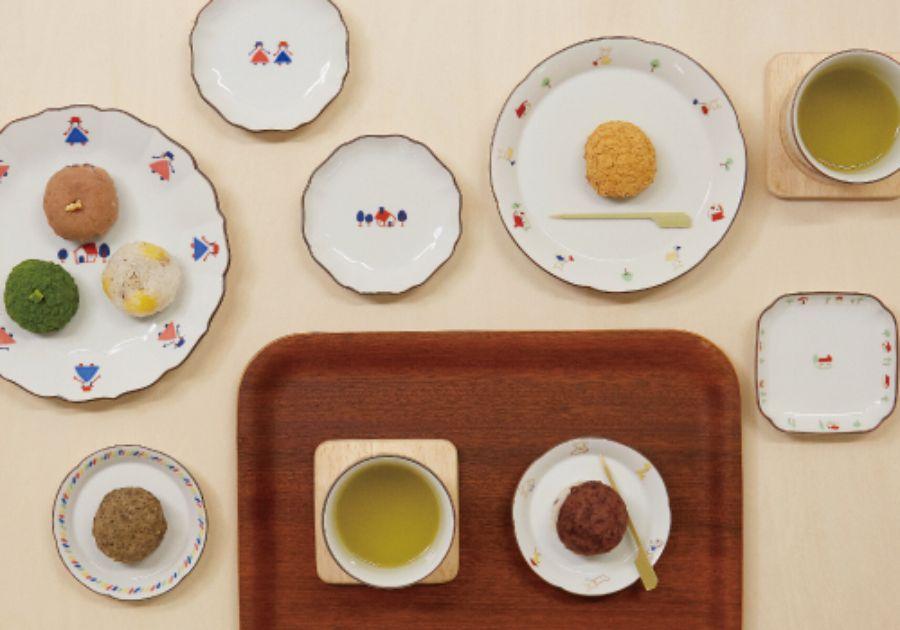 九谷焼の食器とおはぎと煎茶