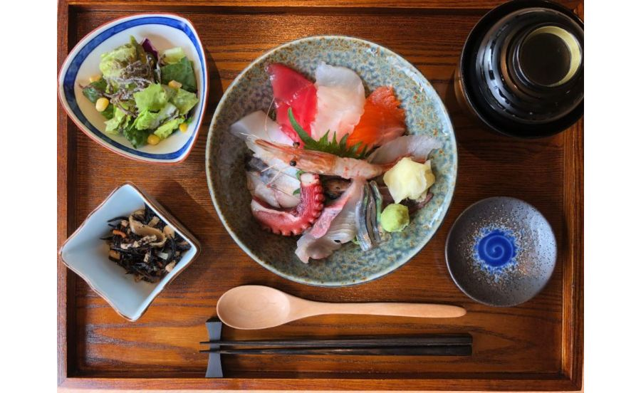 魚どん 然の海鮮丼