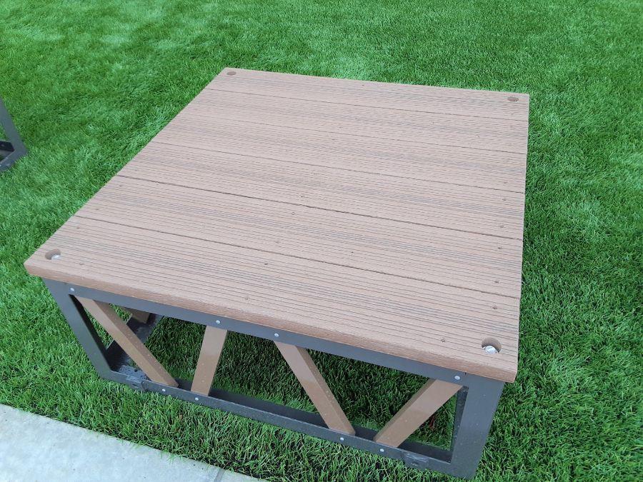 背の低いテーブル