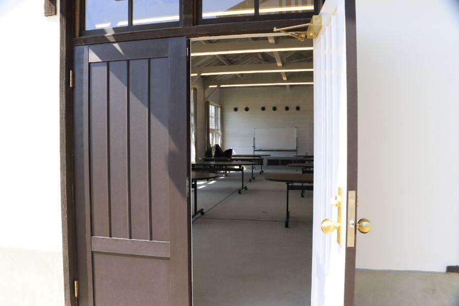 体験館の扉