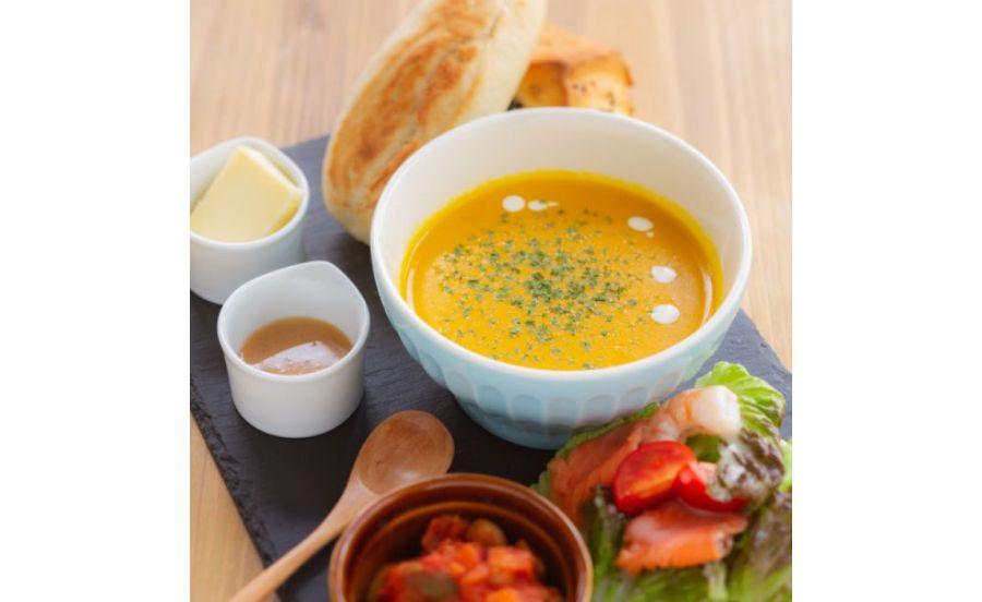 café de assietteの「本日のスープとパンのランチ」