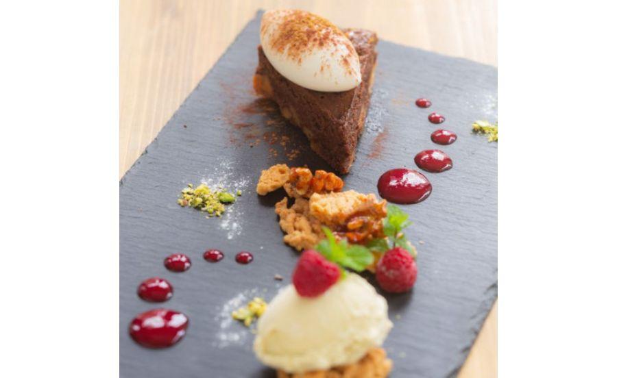 café de assietteの蒸し焼きショコラ『シチリア産ピスタチオのアイス添え』