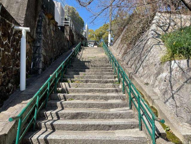 五月山公園前の階段