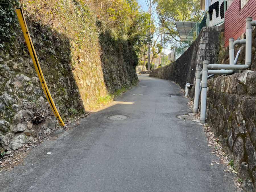 公園手前の坂道
