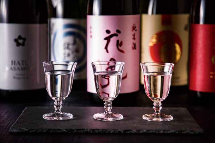 グラスに入った日本酒