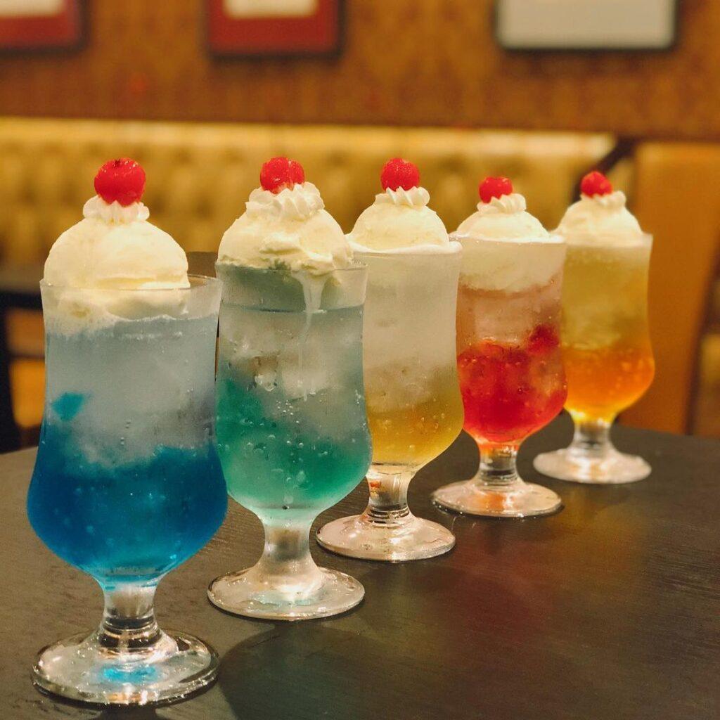 前田珈琲本店のクリームソーダ