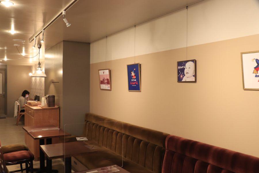 モンパルナスの店内壁