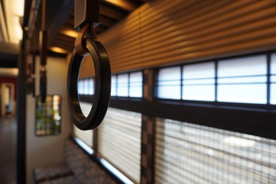 京とれいん雅洛木のつり革