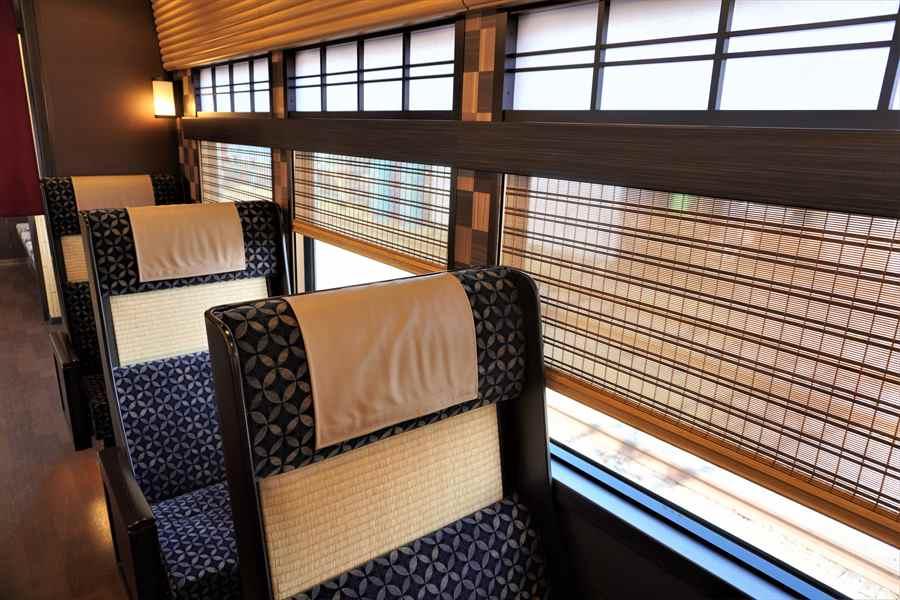 京とれいん雅洛4号車車内窓側