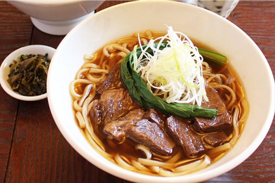 八角香る牛肉がのった牛肉麺