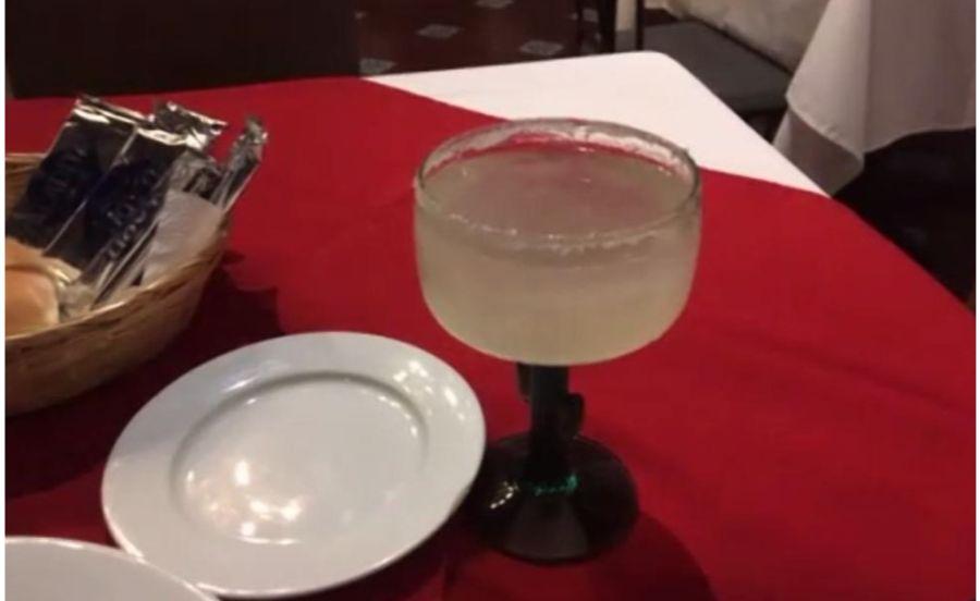 メキシコシティの高級レストランのマルガリータ