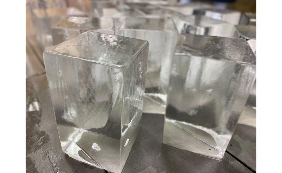 アイス缶製氷で作られた純氷