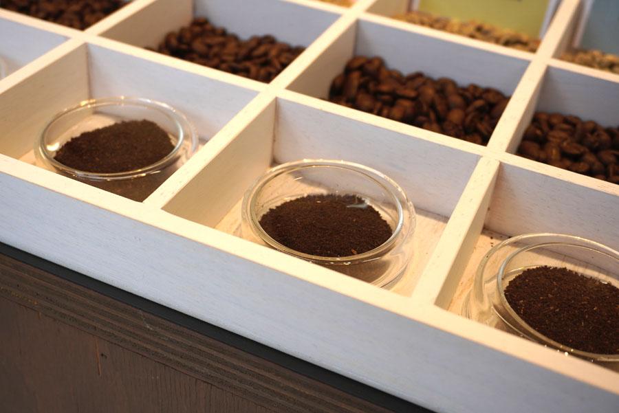 カモセ珈琲焙煎所の豆売り場