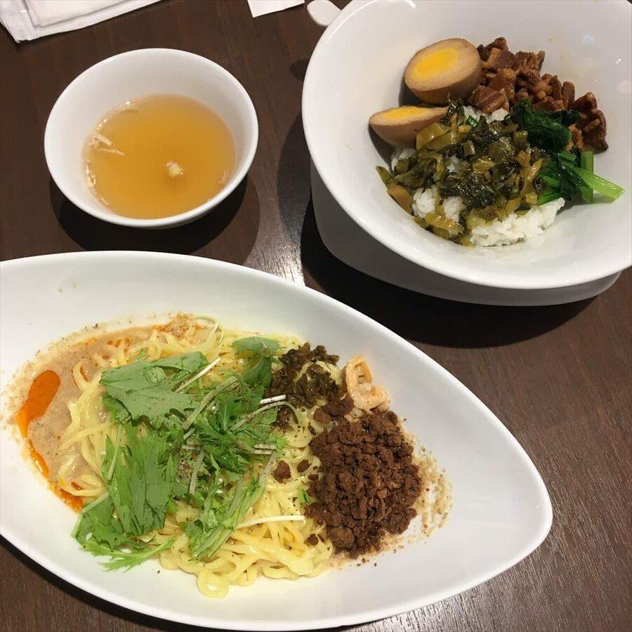 ルーロー飯にはスープも、麺類も豊富