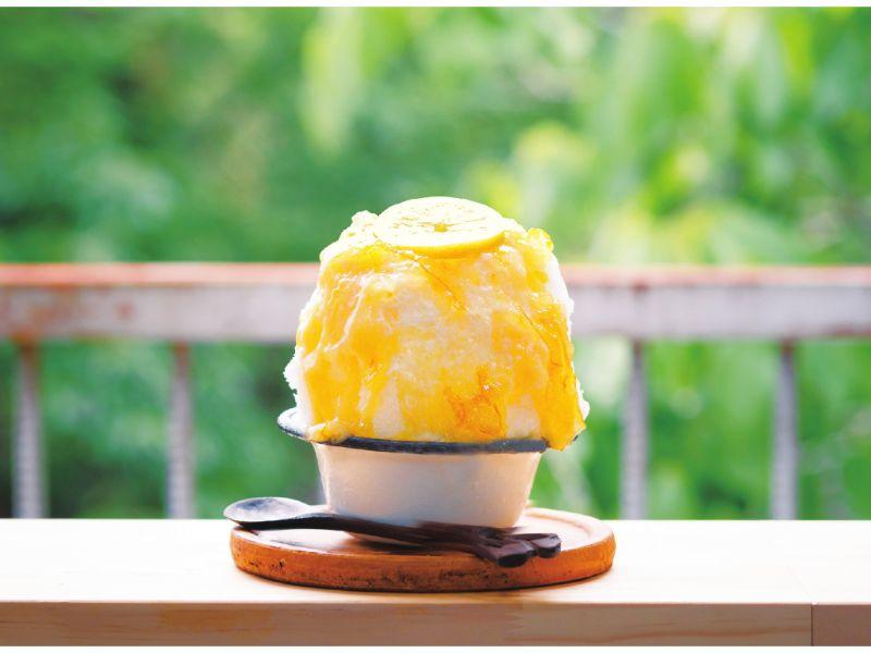 シチニア食堂の「レモンカードのかき氷 練乳トッピング」