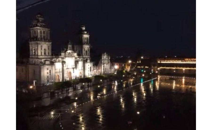 メキシコシティの高級レストランから眺めるソカロ広場の夜景