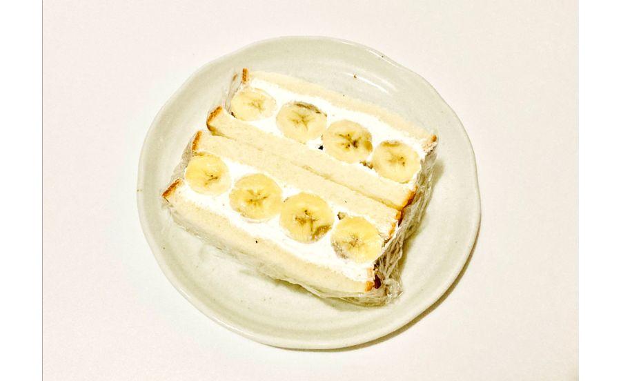 カットされたバナナサンド
