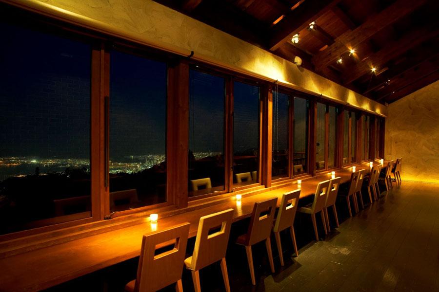 グラニットカフェの夜の様子