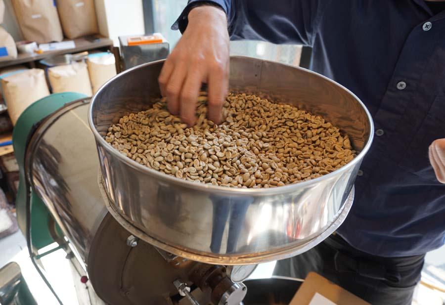 SANWA COFFEE WORKS本店の焙煎の様子