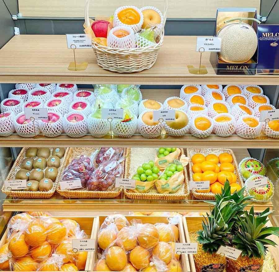 クリケットの店内に並ぶフルーツ